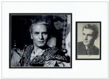 Laurence Olivier Autograph Signed Photo Display - Hamlet